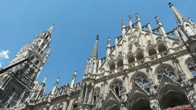 Kurzurlaub München (Stadt), Bayern, Deutschland, Jeden Tag um 11 Uhr und um 12 Uhr kannst du dem Glockenspiel lauschen.
