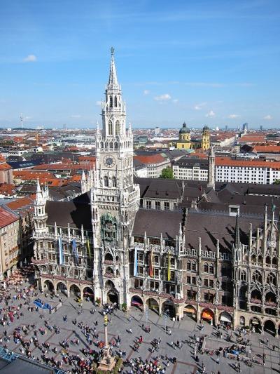Kurztrip München (Stadt), Bayern, Deutschland, Der Marienplatz ist der zentrale Platz in der Münchener Innenstadt. H