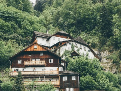 Kurzurlaub Hallstatt (Stadt), Oberösterreich, Österreich, Berge, alte Häuser, grüne Wälder, ...