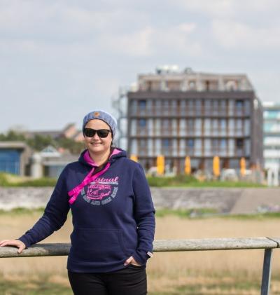 Kurztrip Nordseeküste, Deutschland, Im Hintergrund sind man das StrandGut Resort. Vom Hotel aus kann man