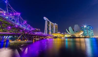 Kurztrip Singapur, Singapur, Die 280 Meter lange Doppel-Helix-Brücke verbindet das Marina Center m