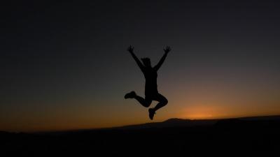 Langzeiturlaub Atacama Wüste, Chile, Der Sonnenuntergang ist ein Highlight in der Atacama Wüste. Jump! :)