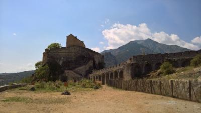 10 Tage Korsika, Frankreich, Die Corte Castello ist eine Zitadelle auf einem Felsen über der Stadt