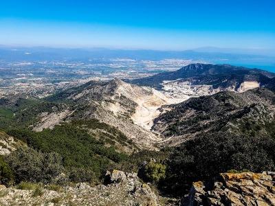 Kurzurlaub Costa del Sol, Spanien, Der Gebirgszug Sierra de Mijas erstreckt sich hinter der Costa del Sol