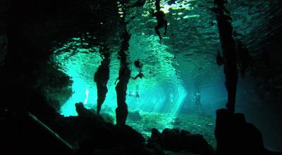 2 Wochen Riviera Maya & Insel Cozumel, Mexiko, Im glasklaren Wasser glitzert die Sonne und es beeindruckt das Spiel z