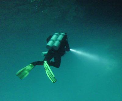 """2 Wochen Riviera Maya & Insel Cozumel, Mexiko, In 12 Metern Tiefe durchtauchen wir eine """"Holocline"""" von Süß- ins Sa"""