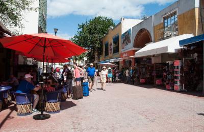 Zwei Wochen Riviera Maya & Insel Cozumel, Mexiko, Die Fußgängerzone von Playa del Carmen ist endlos lang. Ehrlich, ich