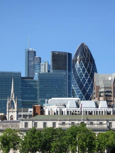 """Kurztrip London & Umgebung, Großbritannien, 30 St. Mary Ace, oder auch """"The Gherkin"""" genannt, ist ein Bürogebäud"""
