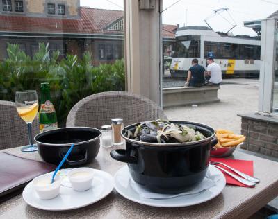 1 Woche Belgien, Belgien, Wenn Du hungrig bist kannst Du direkt aus der Tram raus hüpfen und Mu