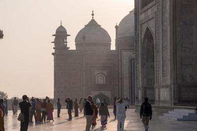 Kurzurlaub Agra (Stadt), Uttar Pradesh, Indien, Der morgendliche Dunst verleiht der Szene eine besondere Stimmung.