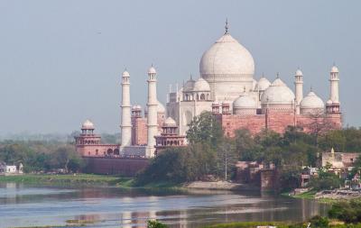 Kurztrip Agra (Stadt), Uttar Pradesh, Indien, So sieht das Taj Mahal von der Rückseite aus. Diesen Blick hast Du vo
