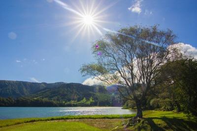 Kurzurlaub Ponta Delgada (Stadt), Azoren, Portugal, In den Vulkankraterseen kann man schwimmen gehen, das Wasser ist angen