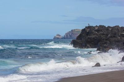 Kurztrip Ponta Delgada (Stadt), Azoren, Portugal, Der Sand an den Stränden von São Miguel ist aufgrund des vulkanische