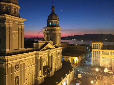 Kurztrip Karibische Küste / Süden, Kuba, Die Kathedrale ist das beeindruckende Wahrzeichen Santiago de Cubas.