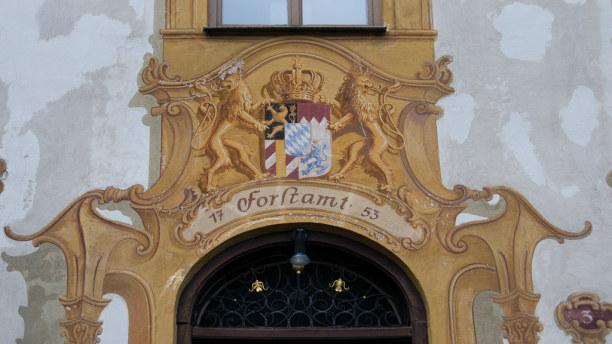 Kurzurlaub Oberammergau (Stadt), Bayern, Deutschland, Durch die besondere Art der Malerei entsteht ein dreidimensionaler Eff