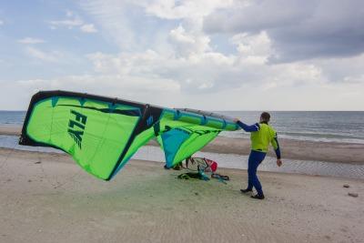 Kurzurlaub Holeby (Stadt), Storstrøm, Dänemark, Hier kann man entweder auf der Ostsee oder an einer Lagune Kitesurfen.