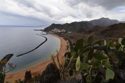 1 Woche Teneriffa, Spanien, Einer der wenigen Strände mit hellem Sand