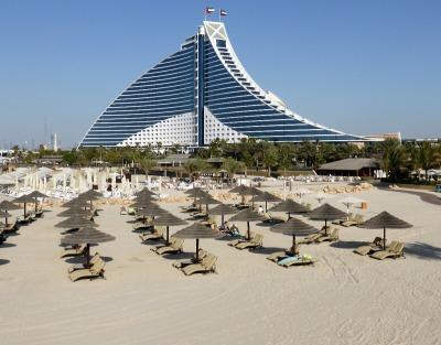Kurzurlaub Dubai, Vereinigte Arabische Emirate, Der Jumeirah beach gehört zu den schönsten in Dubai. Die weißen San