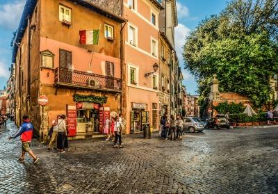 Kurzurlaub Latium, Italien, Eine Straße in Rom.
