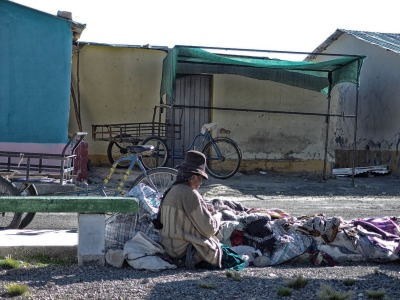 2 Wochen Peru, Peru, Hier werden Textilien aus Alpaka-Wolle angeboten.