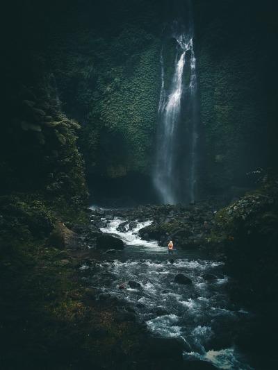 Langzeiturlaub Bali, Indonesien, Allein am Wasserfall