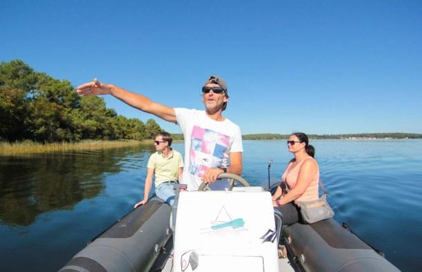 Langzeiturlaub Aquitanien, Frankreich, Boot fahren am Lac De Lacanau. Pascal hat uns auf eine Bootsfahrt mitg