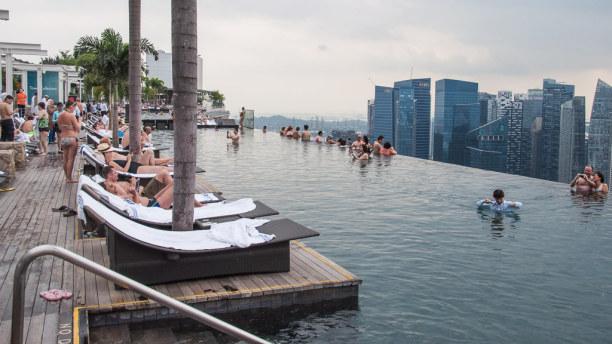 Kurztrip Singapur (Stadt), Singapur, Singapur, Vom Infinity Pool und der Aussichtsterrasse hat man einen tollen Blick