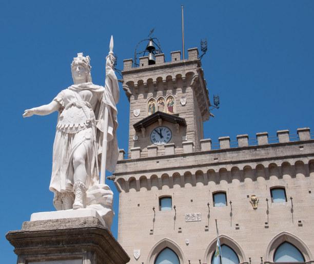 Kurztrip Rimini (Stadt), Adria, Italien, Einer der größeren Plätze ist die Piazza della Libertà mit dem Pal