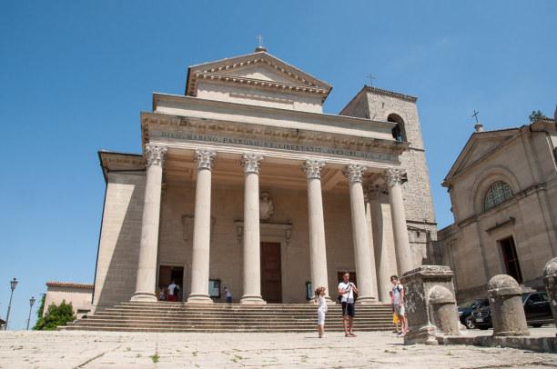 Kurztrip Rimini (Stadt), Adria, Italien, Schaut auf den ersten Blick eher weltlich aus: Die Basilica del Santo