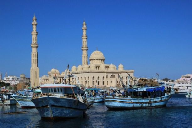 Kurzurlaub Rotes Meer, Ägypten, Die Moschee El Mina wurde 2012 fertiggestellt und ist eine Sehenswürd