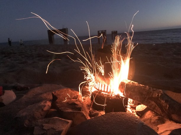 Langzeiturlaub Amerika, alle Länder, Bonfire at the beach