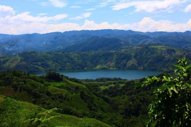 Zwei Wochen Karibische Inseln, alle Länder, Das Landschaftsbild Samanás ist geprägt von tropischen Regenwald und
