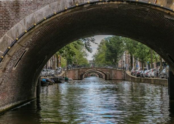 Kurztrip Amsterdam (Stadt), Amsterdam & Umgebung, Niederlande, Unzählige Kanäle und Brücken prägen das Bild von Amsterdam. Dabei