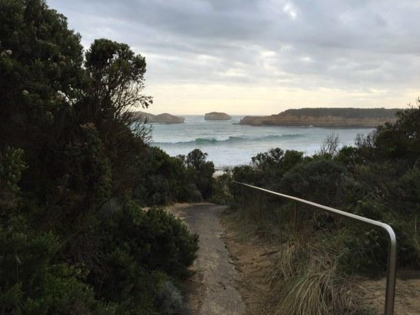 Kurzurlaub Victoria, Australien, Viele Wegen führen entlang der Great Ocean Road zu den bekannten, abe