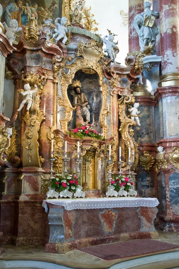 Kurzurlaub Oberammergau (Stadt), Bayern, Deutschland, In der Kirche siehst Du Gold und Prunk, das Gotteshaus ist im Stil des