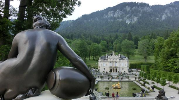 Kurzurlaub Oberammergau (Stadt), Bayern, Deutschland, Beim Schloss Linderhof ist ein Zwischenstopp Pflicht!