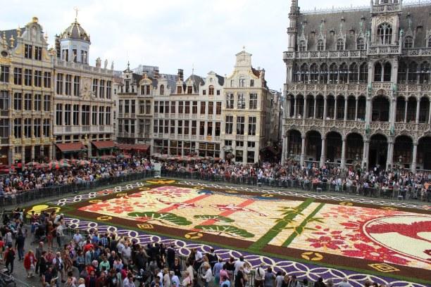 Kurzurlaub Brüssel & Umgebung, Belgien, Alle zwei Jahre wird mitten auf dem Großen Platz ein Teppich aus Blum