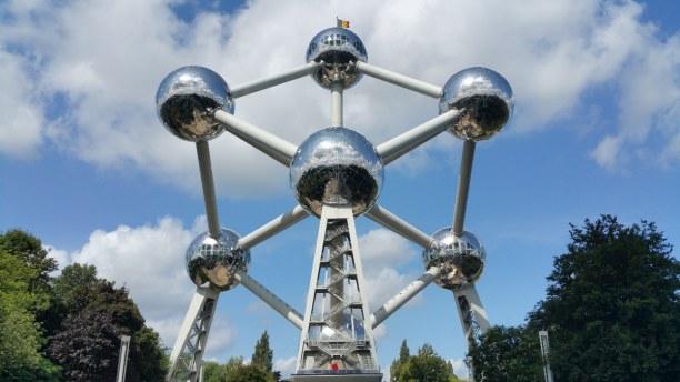 Kurzurlaub Brüssel & Umgebung, Belgien, Das Atomium ist das Wahrzeichen Brüssels. Auf der obersten Kugel, wel
