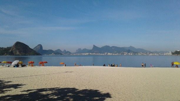 10 Tage Südosten, Brasilien, In Niterói gibt es eine große Auswahl an Sandstränden.