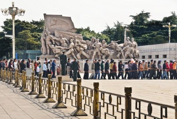 Eine Woche Peking und Umgebung, China, Der Tiananmen Platz, der Platz des Himmlischen Friedens, ist ein riesi
