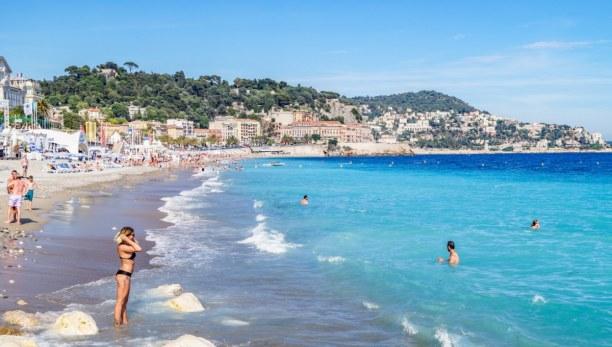 Langzeiturlaub Nizza (Stadt), Côte d'Azur, Frankreich, Der Badestrand von Nizza - eine Mischung aus Sand und Steinen