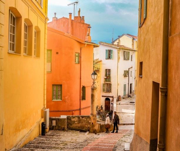 1 Woche Nizza (Stadt), Côte d'Azur, Frankreich, Schmale Gassen in der Altstadt von Menton