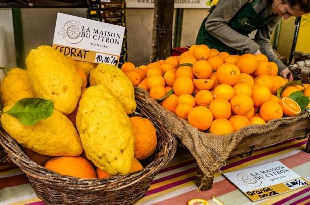1 Woche Nizza (Stadt), Côte d'Azur, Frankreich, Die angebotenen Früchte sind echt riesig! Wer mag, kann auch hier und