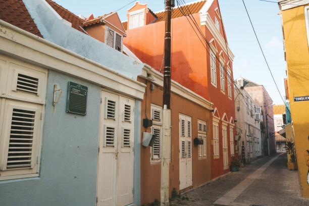 Eine Woche Curaçao, Curaçao, Bunte Häuchen reihen sich in den Gassen von Willemstad aneinander