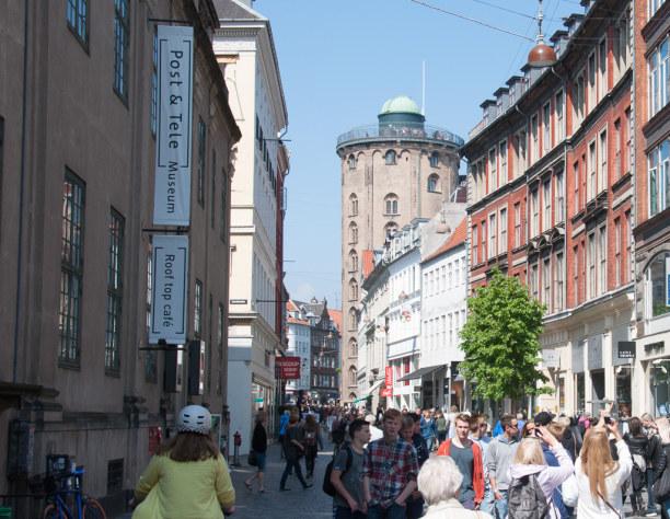 Kurzurlaub Kopenhagen, Dänemark, Beim Schlendern durch die Fußgängerzone Købmagergade solltest Du au