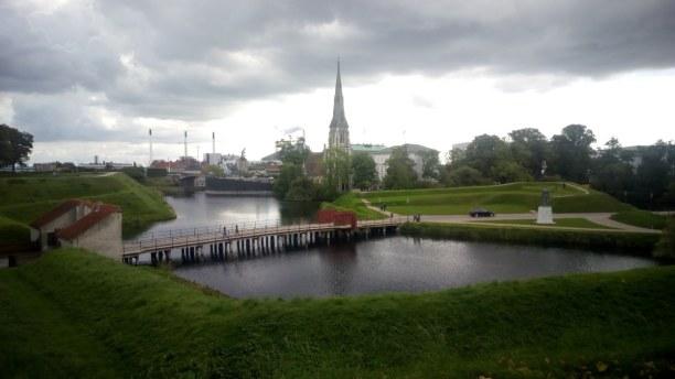 Kurztrip Kopenhagen, Dänemark, Hier die wunderschöne Parkanlage mit Aussicht auf die englisch-archit