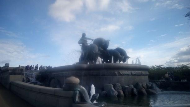 Kurzurlaub Kopenhagen, Dänemark, Ein Wahrzeichen Kopenhagens, der Brunnen mit der Frau und den 3 Stiere