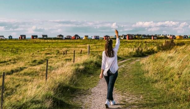 Kurztrip Kopenhagen, Dänemark, Auf dem Weg zum Meer sieht man die kleinen Strandhäuser schon von Wei