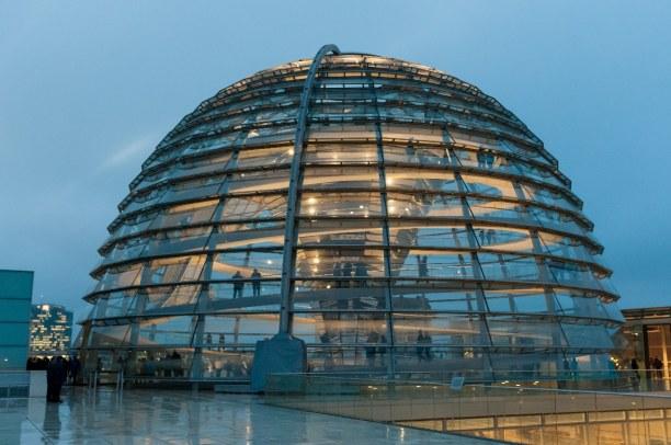 Kurztrip Berlin, Deutschland, In der Reichstagskuppel wenden sich spiralförmige Rampen, die man hoc