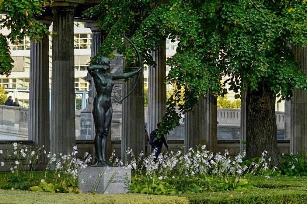 """Kurztrip Berlin, Deutschland, Die Gärten hier sind mit wunderschönen Blumen und Statuen """"geschmüc"""